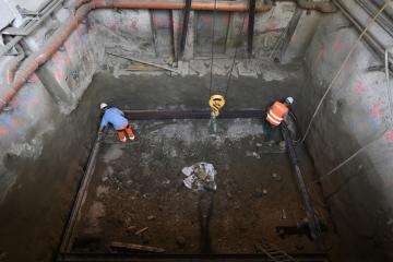 Novináři si mohli 12. července 2019 v Praze prohlédnout výstavbu výtahu do stanice metra Karlovo náměstí. Na snímku je místo budoucího výtahu v přízemí budovy ve Václavské ulici.