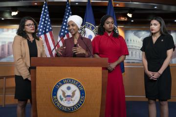 Členky Sněmovny reprezentantů, na něž slovně zaútočil prezident Donald Trump. Zleva Rashida Tlaibová, Ilhan Omarová, Ayanna Pressleyová a Alexandria Ocasiová-Cortezová.