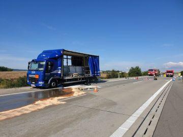 Hasiči likvidovali 17. července 2019 žíravinu vylitou na 256. kilometru dálnice D1 při havárii nákladního auta, které převáželo dva tisícilitrové barely s 94procentní kyselinou sírovou.