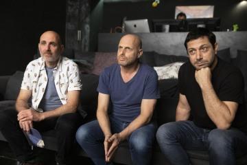 Na snímku (zleva) tvůrci seriálu HBO Our Boys (Naši chlapci) Joseph Cedar, Hagaj Levi a Taufík abú Vaíl.