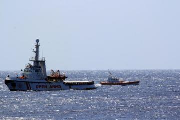 Loď španělské nevládní organizace Proactiva Open Arms u italských břehů na snímku z 15. srpna 2019.