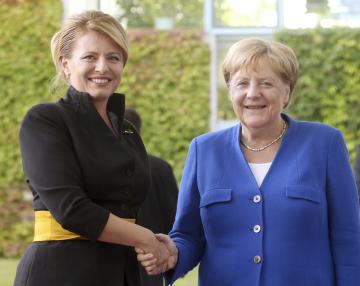 Německá kancléřka Angela Merkelová (vpravo) a slovenská prezidentka Zuzana Čaputová při schůzce v Berlíně.