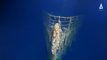 Části vraku Titaniku by se mohly brzy zhroutit. Postupující rozklad potopeného plavidla ukazují první snímky vraku po 14 letech.