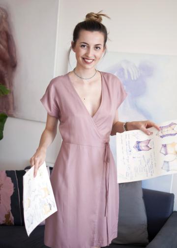 Studentka Českého vysokého učení technického (ČVUT) Kateřina Rydlová (na snímku) vyvíjí oděv z vodivé textilie, který by mohl pomoci od bolestivé menstruace.