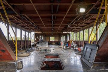 Loď Dallas, která se plavila po Brněnské přehradě od roku 1955 pod jménem Moskva, a od roku 2013 je technickou kulturní památkou, stojí kompletně odstrojená na špalcích ve firmě Jesko CZ v Hlavečníku na Pardubicku (na snímku z 11. října 2019).