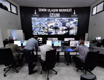 Data ze všech čidel putují v Izmiru do řídící centrály městské dopravy.
