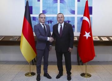 Turecký ministr zahraničí Mevlüt Çavuşoglu (vpravo) a jeho německý protějšek Heiko Maas.