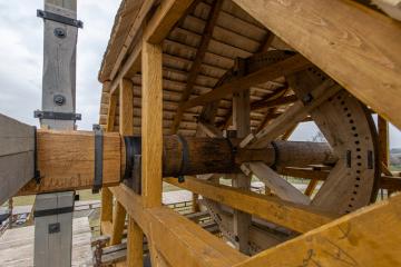 U Borovnice na Trutnovsku vzniká funkční replika historického větrného mlýna (na snímku z 8. listopadu 2019) na místě, kde mlýn kdysi stával.