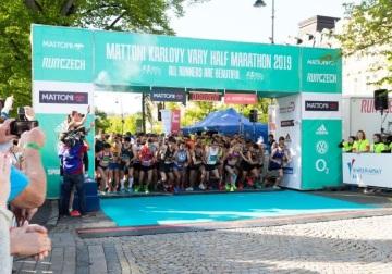 Při květnovém závodu RunCzech v Karlových Varech běželi závodníci společně s účastníky půlmaratonu