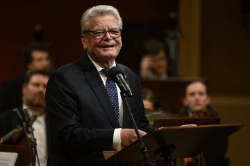 Koncert České studentské filharmonie ke Dni studentstva se konal 16. listopadu 2019 v pražském Rudolfinu. Na snímku je bývalý německý prezident Joachim Gauck při projevu.