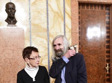 Filozof Miroslav Petříček převzal 9. prosince 2019 v Praze literární Cenu Jaroslava Seiferta.  Na snímku vlevo je socioložka Jiřina Šiklová.