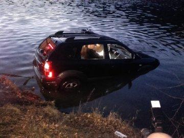 Ve Vraném nad Vltavou sjelo 15. ledna odpoledne osobní auto do řeky. Jeden člověk utrpěl zranění, z auta ho vyprošťovali hasiči. Podle mluvčí středočeské záchrané služby je zraněný ve vážném stavu. Auto hasiči vytahují z vody pomocí jeřábu.