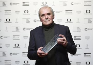 Ceny české filmové kritiky za rok 2019 se předávaly 1. února 2020 v Praze. Kameraman Vladimír Smutný převzal cenu pro audiovizuální počin za film Nabarvené ptáče.
