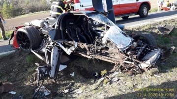 Dva lidé utrpěli vážná zranění 22. dubna 2020 při nehodě silného sportovního vozu Ultima GTR u šumavských Petrovic na Klatovsku. Na voze vznikla škoda za 4,5 milionu korun.
