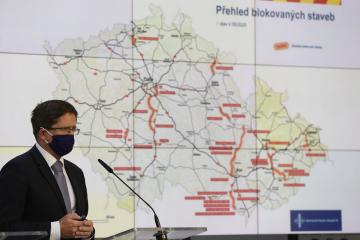 Ředitel Ředitelství silnic a dálnic ČR Radek Mátl vystoupil 26. května 2020 v Praze na tiskové konferenci k novému stavebnímu zákonu.