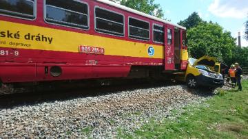 Na železničním přejezdu mezi Zápy a Lázněmi Toušeň u Prahy se 23. června 2020 dopoledne srazil osobní vlak s poštovním autem. Spolujezdec z auta svým zraněním na místě podlehl, řidič utrpěl těžká zranění.