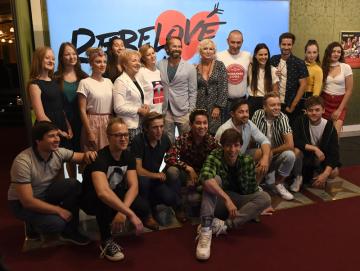 Tvůrci a herci pózují 8. července 2020 v Praze fotografům po tiskové konferenci k uvedení muzikálu Rebelové.