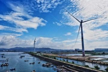 První 8MW pobřežní větrná turbína v Číně, která využívá technologii startu ze tmy (black start).