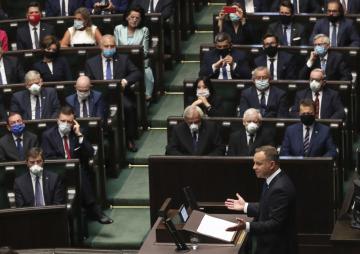 Polský prezident Andrzej Duda při svém projevu v parlamentu.