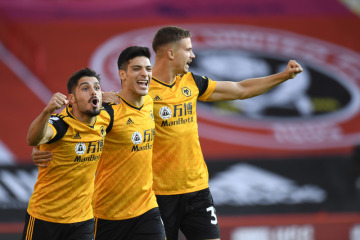 Radost fotbalistů Wolverhamptonu, uprostřed je autor gólu Raúl Jiménez.