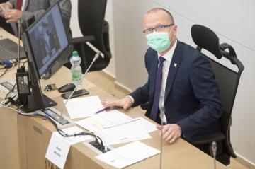 Dosavadní hejtman Martin Netolický (ČSSD) na jednání ustavujícího zastupitelstva kraje, 26. října 2020 v Pardubicích.