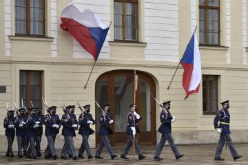 Slavnostní střídání Hradní stráže při příležitosti připomenutí vyhlášení samostatného československého státu, 28. října 2020 v Praze.