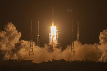 Start rakety Dlouhý pochod 5 z čínského kosmického střediska Wen-čchang 23. listopadu 2020.