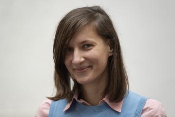 Výtvarnice Anna Ročňová se zúčastnila 18. ledna 2021 v Praze tiskové konference při příležitosti jmenování do finále 32. ročníku výtvarné Ceny Jindřicha Chalupeckého.