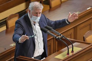 Poslanec Petr Bendl (ODS) hovoří 20. ledna 2021 v Praze na schůzi Poslanecké sněmovny.