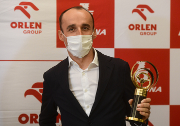 Polský automobilový jezdec Robert Kubica převzal 18. února 2021 v Praze ocenění Zlatý volant pro světovou osobnost motoristického sportu.