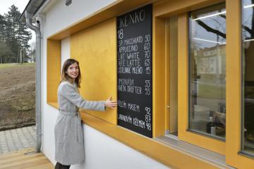 Spolumajitelka společnosti Kafe Smetanka Zuzana Měřínská 22. února 2021 v plzeňské části Slovany otevřela novou kavárnu Kafe Smetanka.