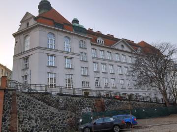 Pražské Gymnázium Na Zatlance na snímku z 23. února 2021.
