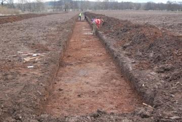 Na místě stavby dalšího úseku D6 u Krupé na Rakovnicku jsou archeologické nálezy, pokračuje zde výzkum (na snímku z 2. března 2021). Stavba dálnice by měla začít v červenci.
