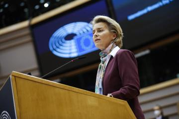 Předsedkyně Evropské komise Ursula von der Leyenová na plenárním zasedání Evropského palrlamentu ocenila ženy bojující v první linii proti pandemii covid-19.
