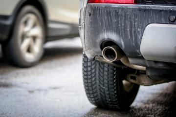 Auto, doprava, výfuk, emise, zplodiny, znečištění ovzduší - ilustrační foto