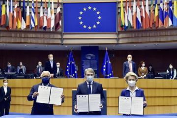 Předseda EP David Sassoli, portugalský premiér António Costa a předsedkyně EK Ursula von der Leyenová podepsali společné prohlášení o konferenci o budoucnosti Evropy.
