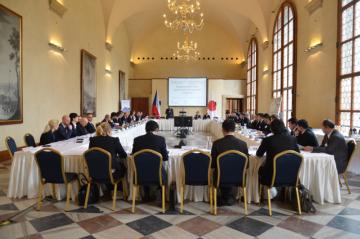 Rozhovory mezi představiteli české vlády a japonských firem na Pražském hradě v březnu 2015./ A dialog between the Czech government and Japanese companies at Prague Castle in March 2015.