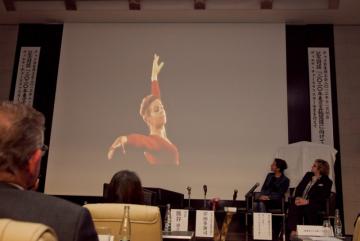 Příspěvek Věry Čáslavské na pravidelném výročním setkání JCCI v listopadu 2013./ A Special lecture at monthly meeting by Mrs. Věra Čáslavská in November 2013.