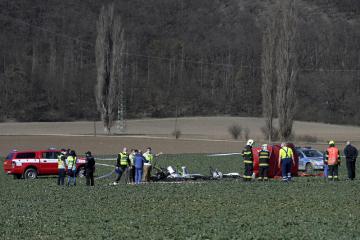 Mezi Dobřichovicemi a Karlíkem u Prahy 30. března 2021 spadl menší vrtulník, dva lidé při nehodě zemřeli. Stroj se zřítil na louku z výšky asi 90 metrů.