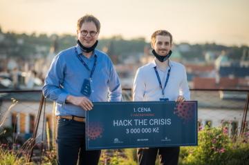 Vítězové Hack the Crisis - Martin Dienstbier - vlevo - a Václav Navrátil z DIANA Biotechnologies.
