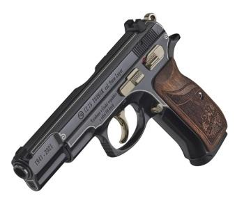 Česká zbrojovka připravila k 80. výročí bojů československých vojáků u severoafrického Tobruku limitovanou sérii 80 pistolí. Základem edice CZ 75 TOBRUK je celoocelový model CZ 75 B ráže devět milimetrů Luger.