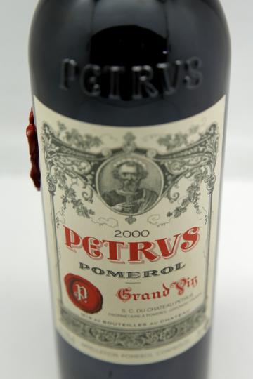 Aukční síň Christie's dnes oznámila, že v soukromém prodeji nabízí lahev francouzského vína, která byla 14 měsíců na Mezinárodní vesmírné stanici (ISS). Startup Space Cargo Unlimited v listopadu 2019 poslal na ISS celkem 12 lahví značky Château Pétrus, jejíž vína patří k nejopěvovanějším a nejdražším na světě. Cílem experimentu bylo mimo jiné lépe pochopit proces zrání, fermentace a tvorby bublinek ve víně.