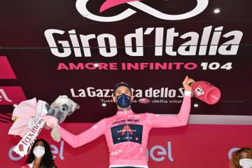 Italský cyklista Filippo Ganna po vítězství v úvodní časovce Gira.