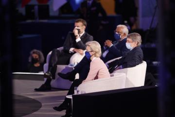 Šéfka Evropské komise Ursula von der Leyenová, předseda Evropského parlamentu David Sassoli, portugalský premiér António Costa a francouzský prezident Emmanuel Macron na konferenci o budoucnosti Evropy v Evropském parlamentu.