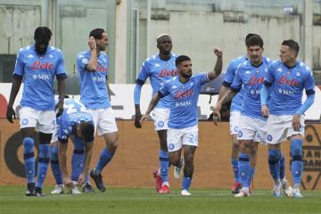Radost fotbalistů Neapole, uprostřed je Lorenzo Insigne.