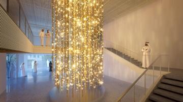Na odloženou Všeobecnou světovou výstavu EXPO 2020 v Dubaji připravila značka Lasvit světelnou instalaci Zlatý déšť.