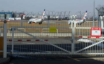Odstavená letadla Boeing letecké společnost Smartwings na ploše ruzyňského letiště, snímek z února tohoto roku.