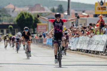 Česká závodnice Tereza Neumanová se stala 19. června 2021 mistryní republiky v silniční cyklistice v závodě s hromadným startem v Bánovcích nad Bebravou.