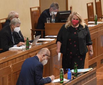 Ministryně pro místní rozvoj Klára Dostálová se zúčastnila 1. července 2021 v Praze jednání Senátu.