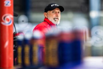 Hokejisté extraligového klubu Mountfield Hradec Králové nastoupili 19. července 2021 v Hradci Králové k prvnímu tréninku na ledě před začátkem nové sezony. Na snímku je hlavní trenér Tomáš Martinec.